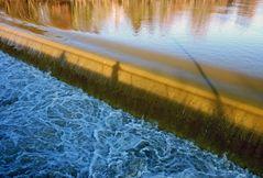 Spiegelungen im Hochwasser