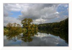 Spiegelungen in Herbstfarben