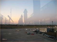 Spiegelungen/Schatten am Flughafen Tegel