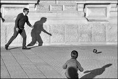 Spiel mit Ball und Schatten - 4