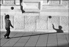 Spiel mit Ball und Schatten - 6