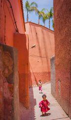 Spielende Kinder in der Medina