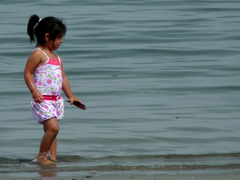 spielendes Kind am Meer