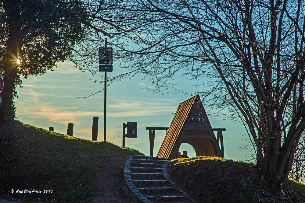Spielplatz bei Burg Windeck mit Stufen