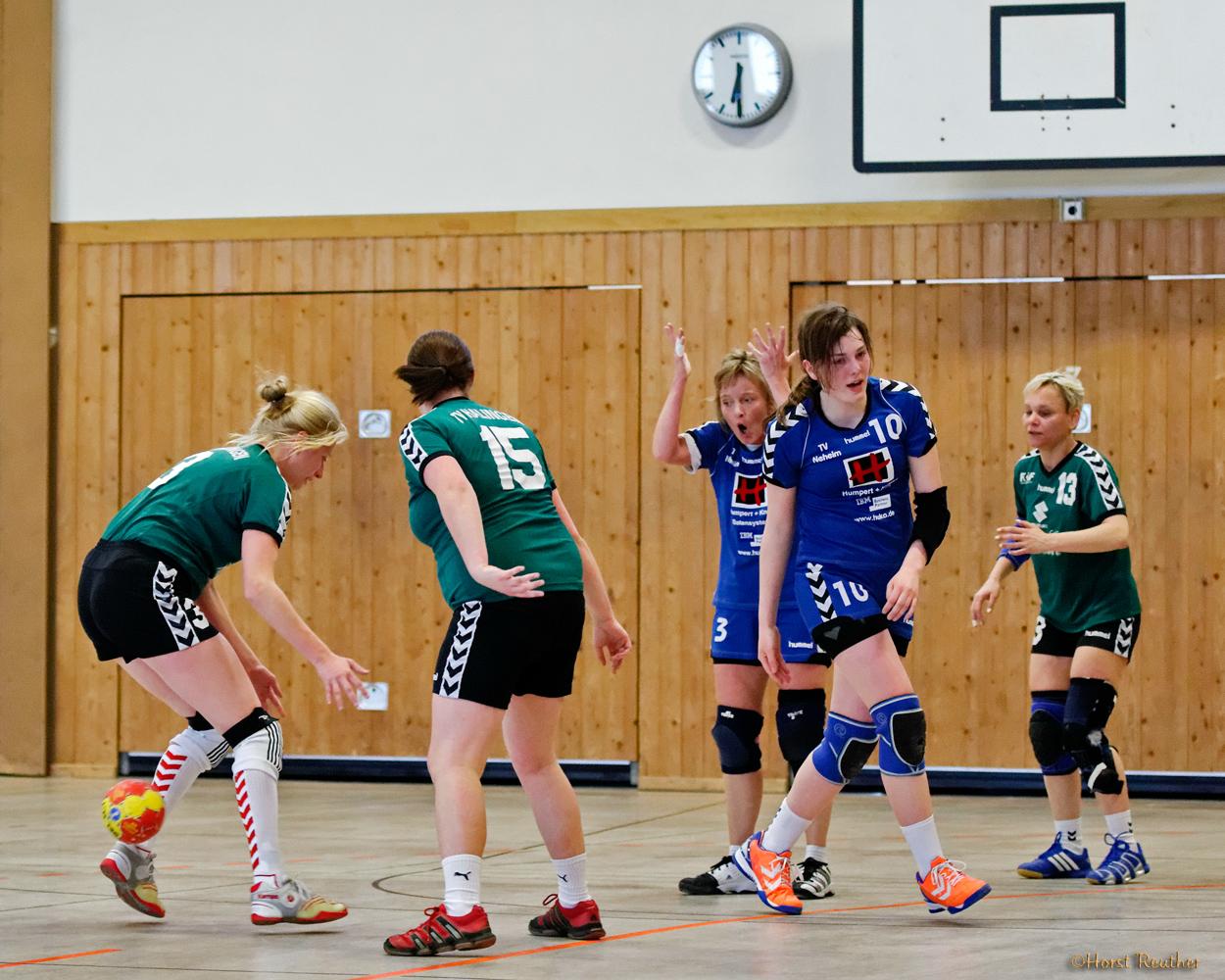 Spielszene mit Michelle und Heike,  TV Neheim vs. TV Westfalia Halingen