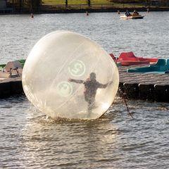 Sport mit Wasserlaufball