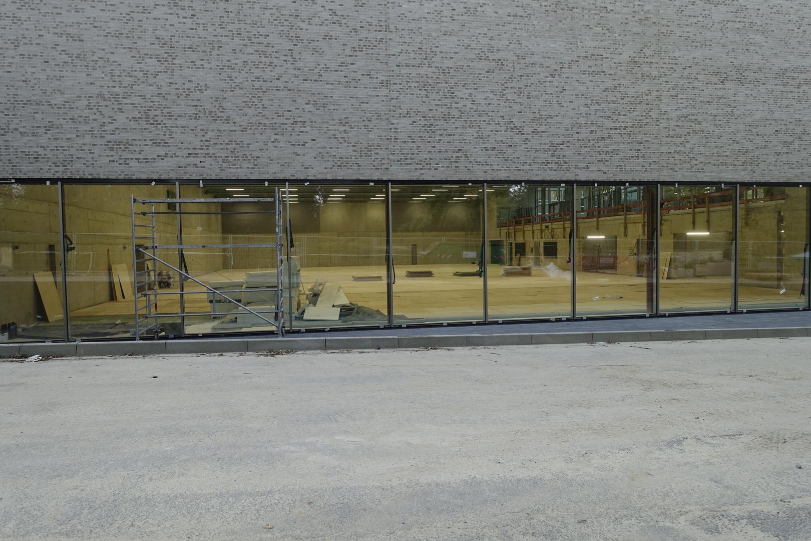 Sporthallenbodenverlegung mittels Überstunden