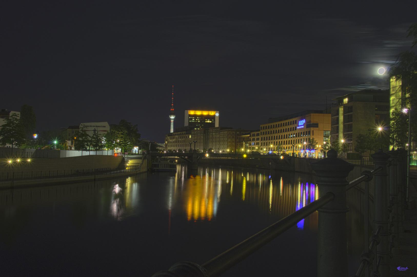 Spreebogen bei Nacht