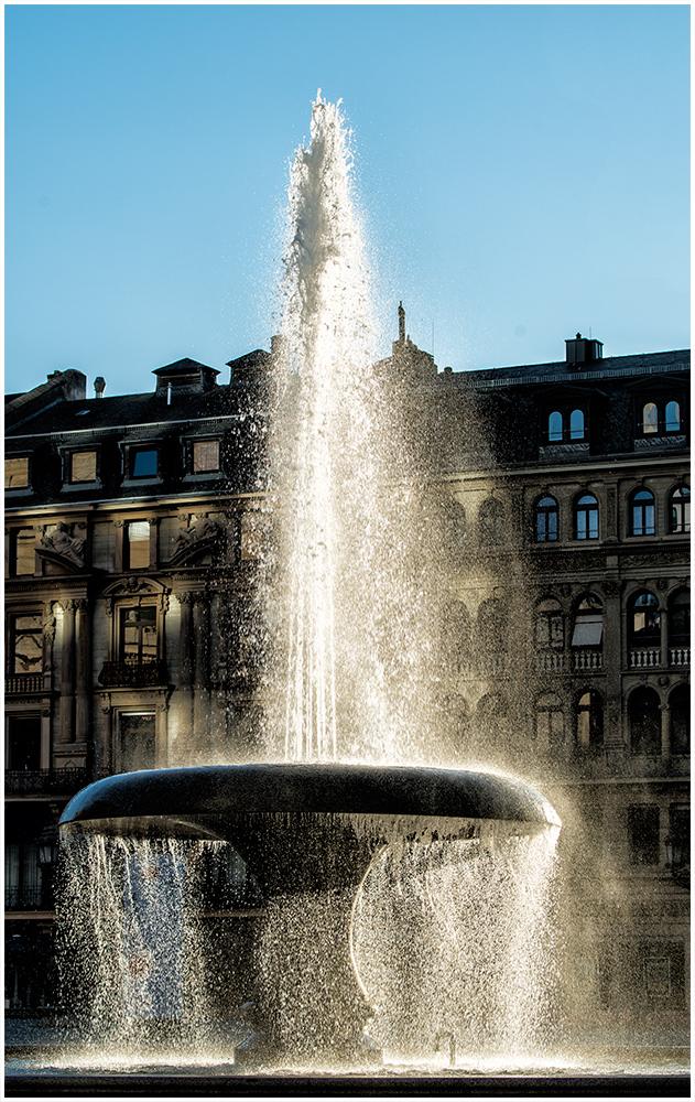 Springbrunnen vor der Alten Oper Frankfurt
