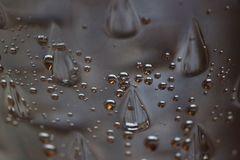 Sprudelwasser im Glas