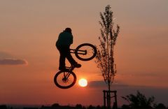 Sprung in die Abendsonne