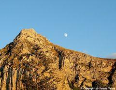 ....spunta la luna dal monte...