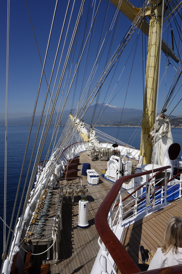 "SPV ""Royal Clipper"" vor dem Ätna"