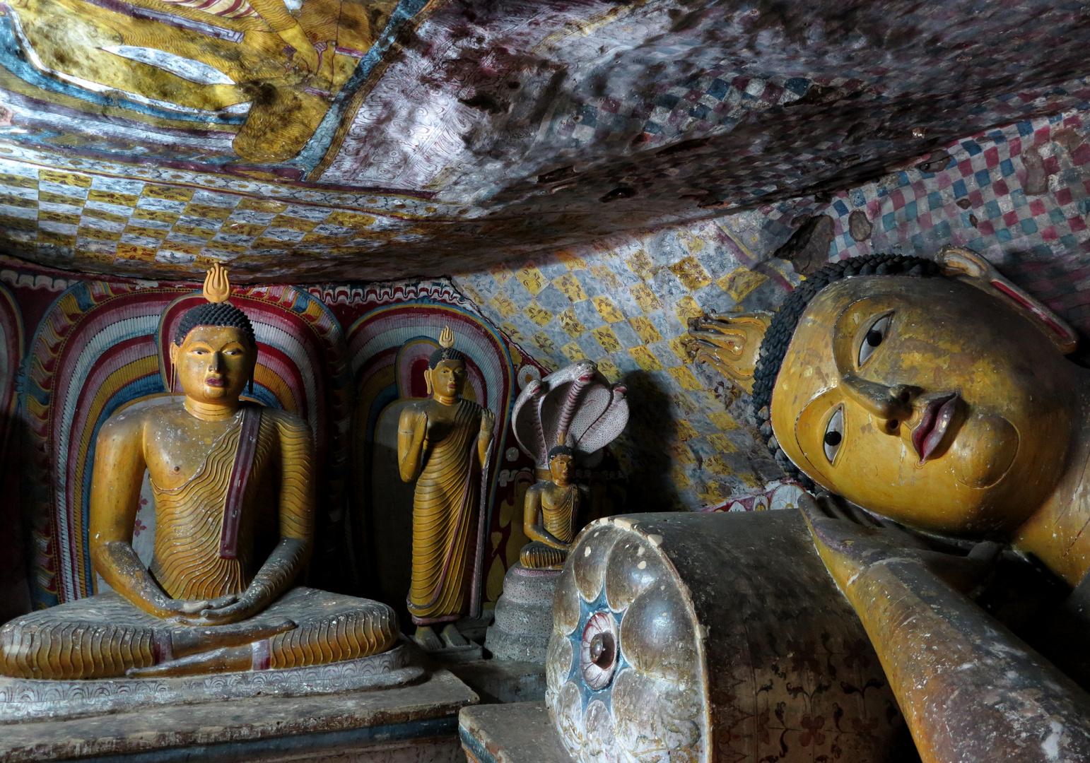 SRI LANKA - Rangiri Dambulu Cave Temple