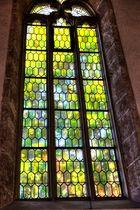 St. Georg Kirche - Seitenfenster ins Grüne