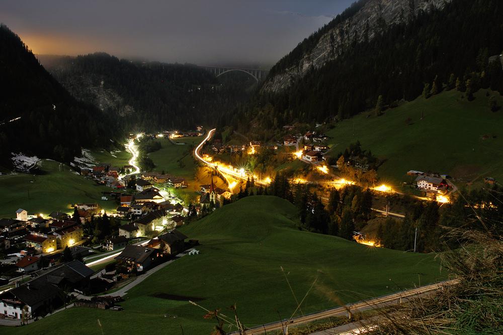 St. Jodok bei Nacht