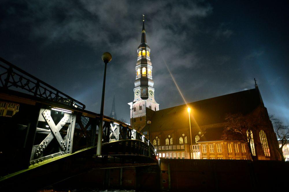 St. Katharinen bei Nacht