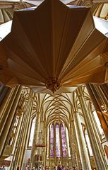 St. Lamberti Münster, Blick unter der Orgel durch bis zum Altar mit 10mm WW