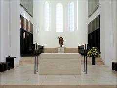 St. Moritzkirche, Altarbereich