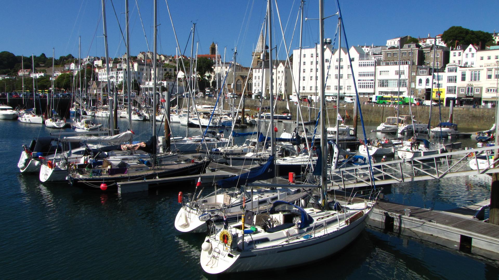 St. Peter Port, die Hauptstadt der britischen Kanalinsel Guernsey