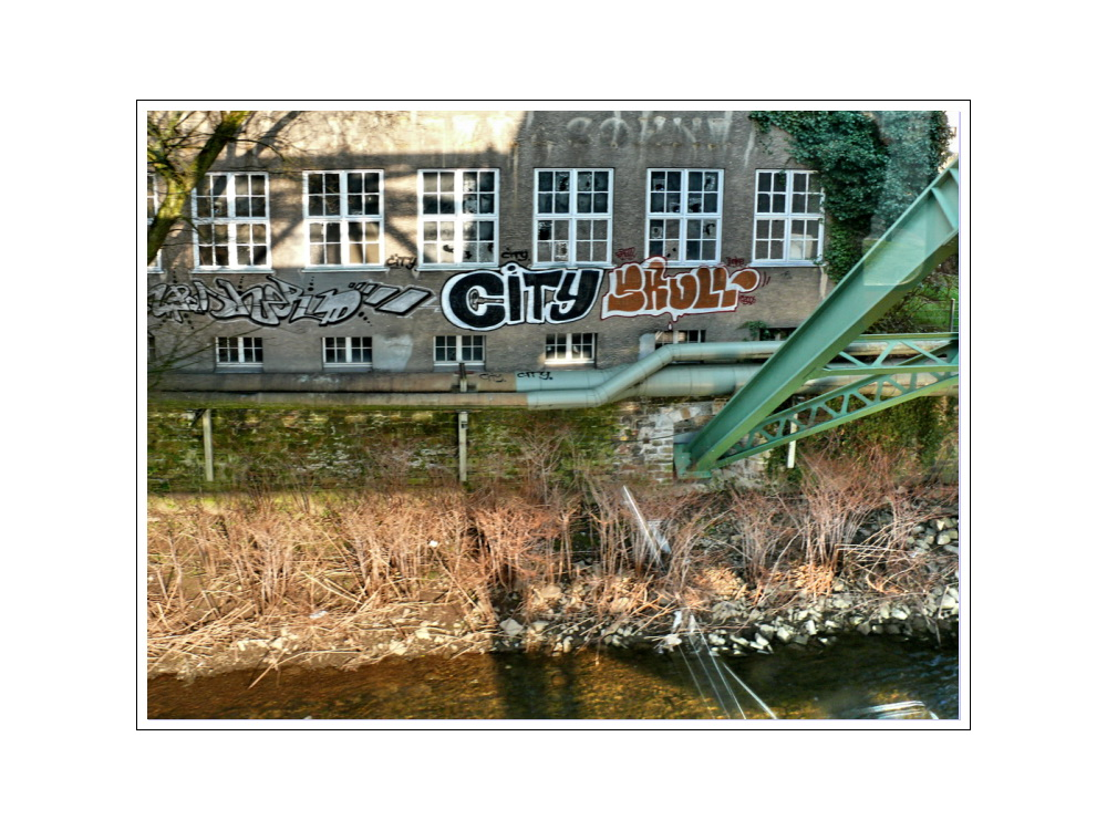 Stadtbild Wuppertal 51 (moving forward over the Wupper, going to the City)