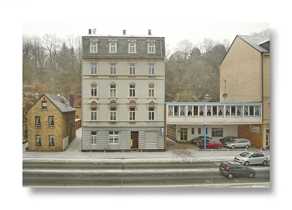 Stadtbild Wuppertal 69 ... riding west looking at the north bank of the Wupper