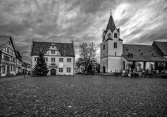 Stadtkirche und Rathaus