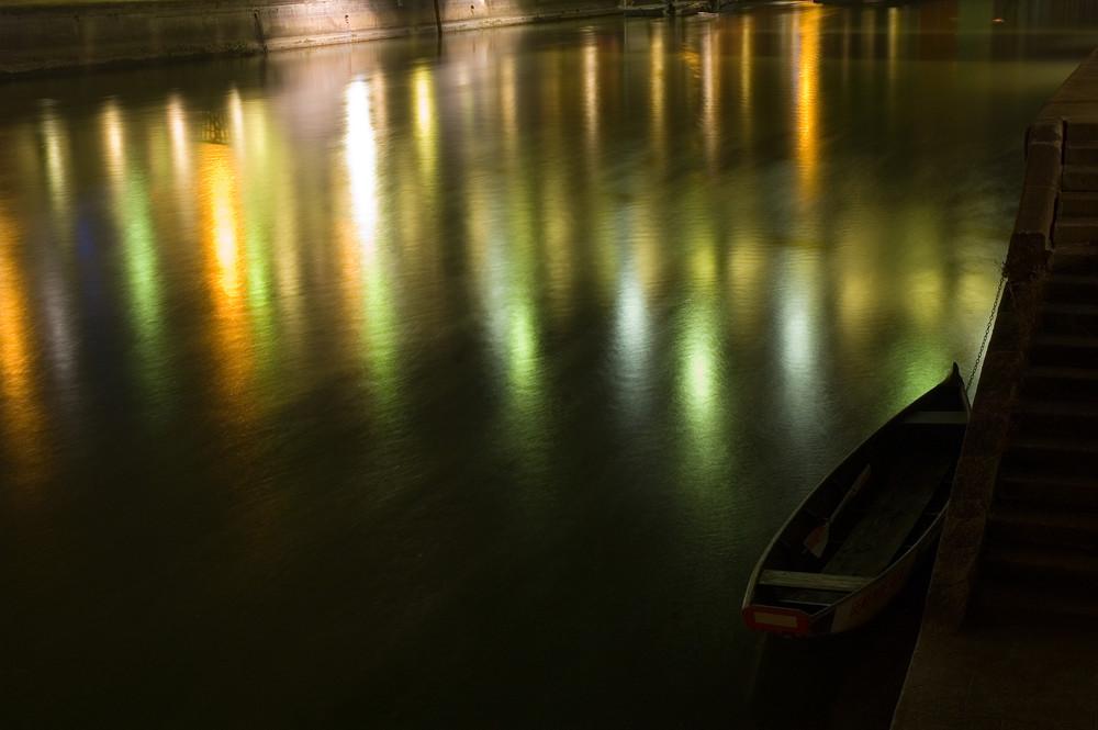 Stadtlichter am Kanal