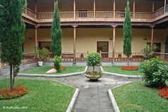 Stadtmuseum mit einem klassischen kanarischen Innenhof mit Palmen und Galerien