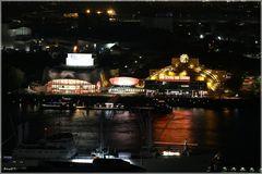Stage bei Nacht