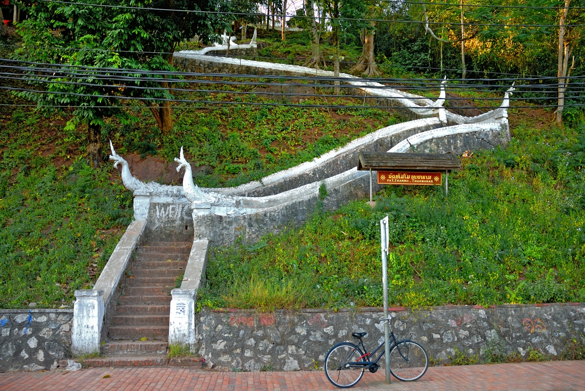 Stairways to the Phou Si hill