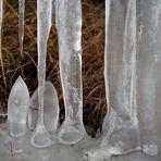 Stalagmiten und Stalaktiten aus Eis mit einem Schneespanner! - Stalagmites et stalactites de glace!
