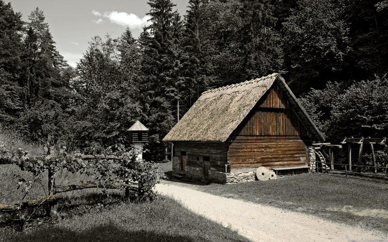 Stampfe und Mühle mit Taubenschlag ...