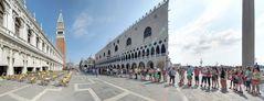 Standardmotiv 7: Touristen vor San Marco