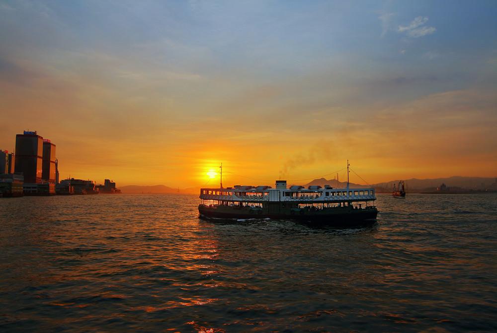 Star Ferry nach Hong Kong im Sonnenuntergang