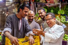 Star Koch Hesham El Banna auf dem Obst- und Gemüsemarkt