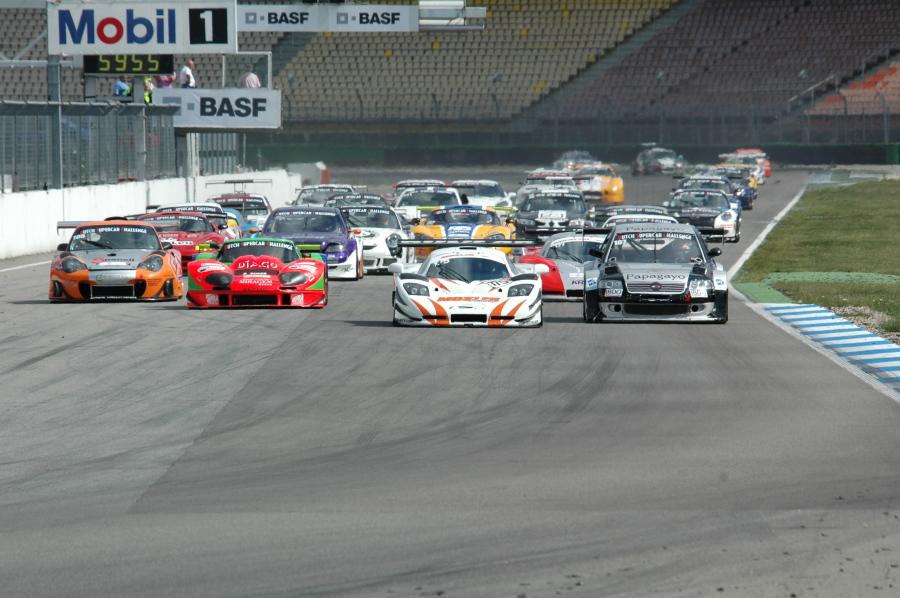 Start der Dutch Supercar Challenge in Hockenheim