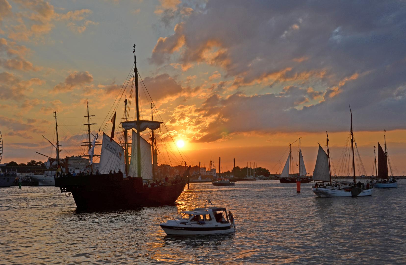 Start zur Abendfahrt während der Hanse Sail 2014