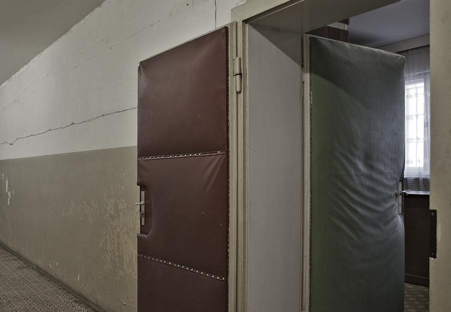 stasi gef ngnis berlin hohensch nhausen teil 3 foto bild reportage dokumentation zeit. Black Bedroom Furniture Sets. Home Design Ideas