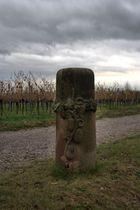 Staßenstein der Weinstraße