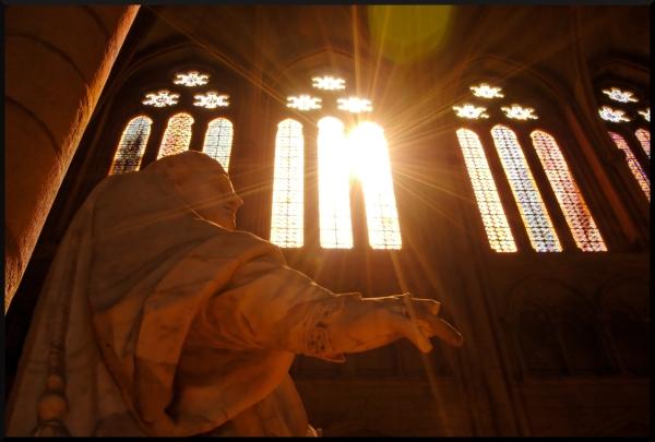 Statue dans la lumière