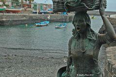 Statue einer Fischerin im Hafen von Puerto de la Cruz