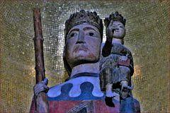 statue en bois de saint Christophe , protecteur des voyageurs