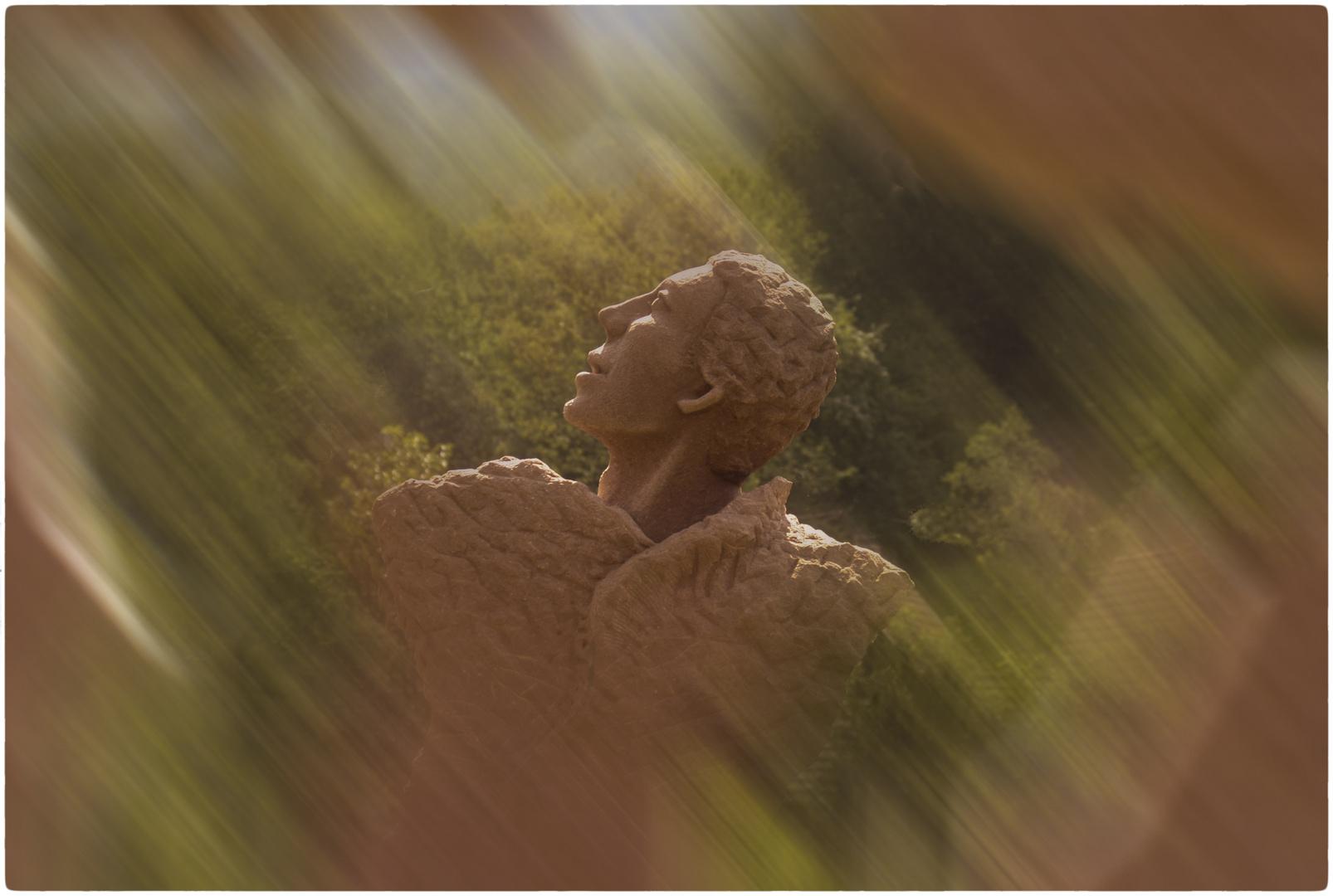 Statue en Grès des Vosges  vue  en Alsace