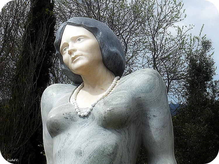 Statue (Florbela Espanca)