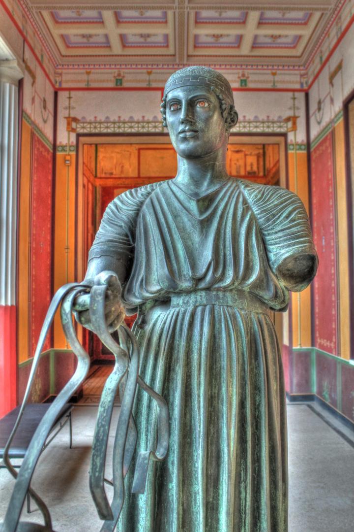 Statue im Aschaffenburger Pompejanum (HDR)