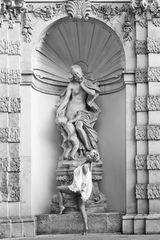 ...Statuen...