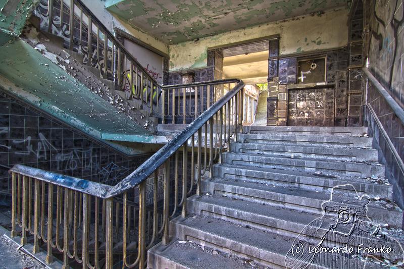 Staubiges Treppenhaus - Lost Place