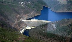 Staumauer der Hohenwarthe Talsperre aus der Luft betrachtet