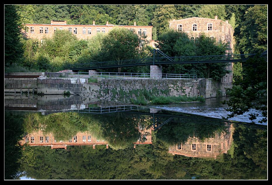 Stauwehr der Zschopau am Fuße der Burg Kriebstein